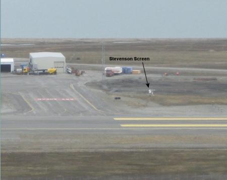 svalbard_wxstation_runway